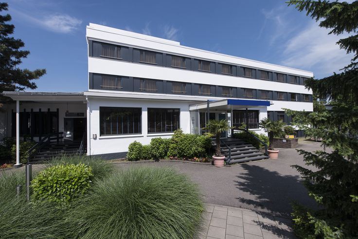 Situated on the western border of the Black Forest, the four-star EHM Hotel Offenburg City provides 79 spacious, comfortably furnished rooms divided between two buildings. Tourists and business travellers can expect to find a contemporary-style restaurant with bar and a fitness room complete with sauna.