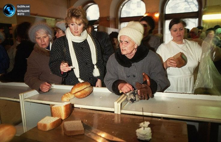 Портреты граждан СССР    Portraits of citizens in the USSR    The bread lines, having to leave empty handed much of the time.
