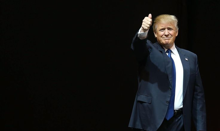 On the eve of the New Hampshire primary, Donald Trump repeats an offensive remark from the crowd, drawing attention to rival Ted Cruz's position on waterboarding