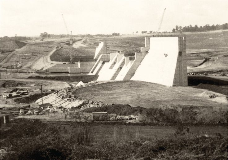 Construction work began on Midmar Dam in July 1961, submerging 5 000 acres of land. The dam cost R4.5 million to build. www.midlandsmeander.co.za/history