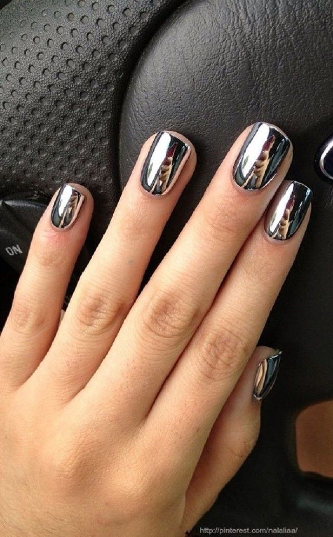 Obsessed with these chrome nails