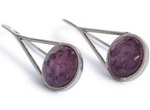 Stonethic: gli orecchini in argento riciclato e radice di rubino
