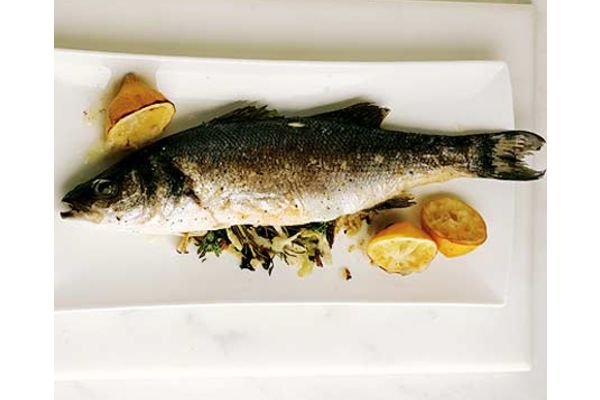 San Francisco Seafood with salad, rice, corn, etc., San Francisco - VoulezVousDiner.com