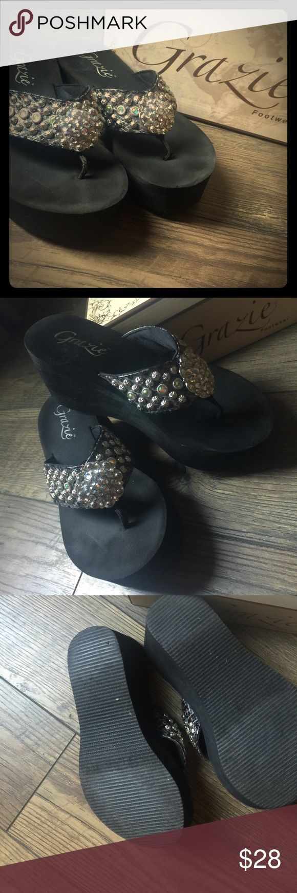 GRAZIE Bling Flip Flops EUC💞 worn only 5 or 6 times. Check out 3rd picture of the wear on the bottom of the show. Grazie Shoes Sandals