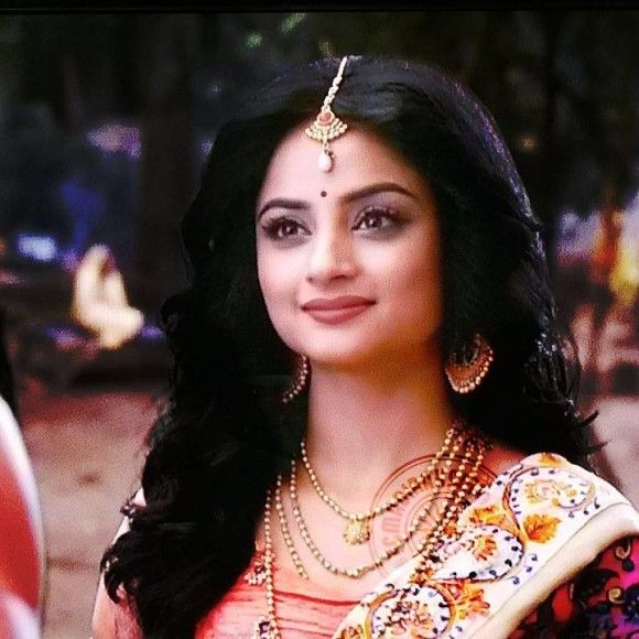 o my, my just look at her eyes I want to to whom she is looking at  with soo much love maybe its ram ji!