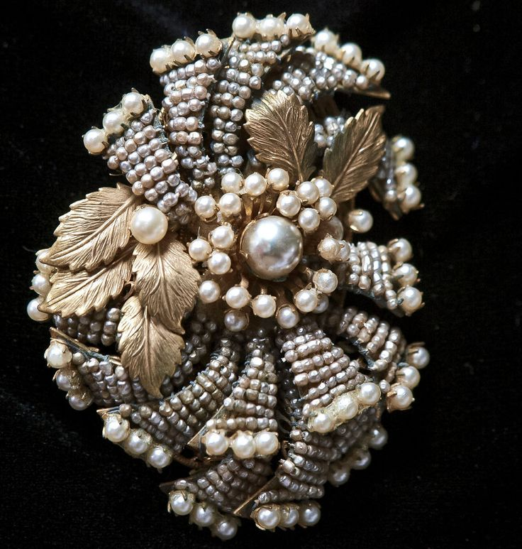 MIDCENTURY LARGE  SIGNED MIRIAM HASKELL FAUX PEARL LAYERED GOLD TONE  PIN BROOCH #MiriamHaskell