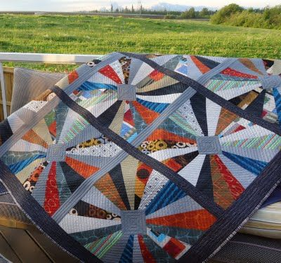modern dresden: Dresden Plates Patterns, Colors Combos, Gorgeous Colors, Beautiful Quilts, Quilts Galleries, Blocks Quilts, Quilts Edge, Dresden Plates Quilts, Scrappy Quilts