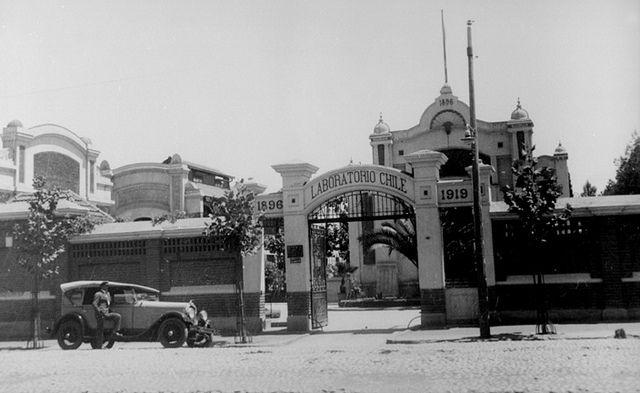 el Laboratorio Chile en avenida Ecuador, Santiago, decada de 1920