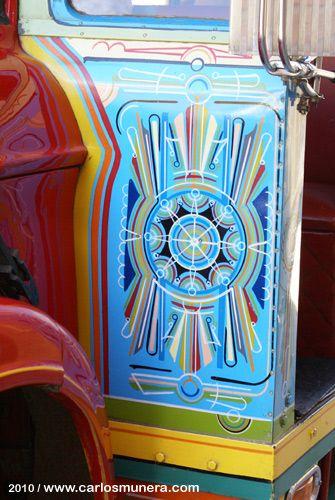 Pintados a mano, los buses escalera de nuestra tierra colombiana son patrimonio…