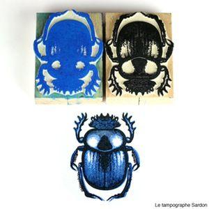 papillon en deux couleurs, inspirée d'un motif de tatouage.  Format des pièces: 5x9cm. Image of Scarabée sacré.