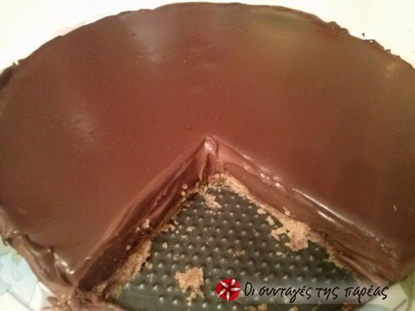 Τάρτα με γκανάζ σοκολάτας και μπισκότο