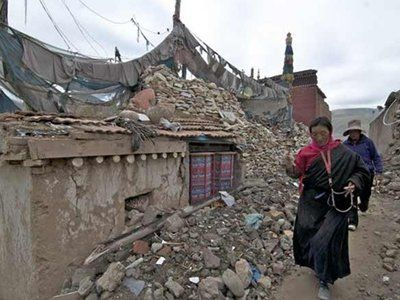 Houses collapse in Tibet quake