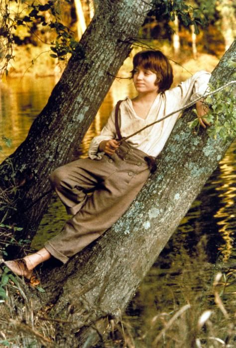 How amazing is this... YOUNG FRODO BAGGINS! (Elijah Wood in 1993)