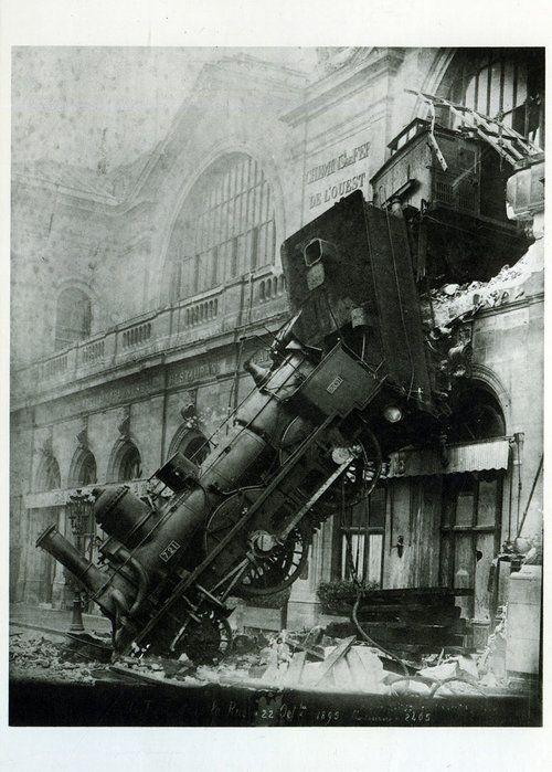 L. Mercier (in Paris um 1895 tätig)  Accident at the Gare de l'Ouest, 22 October 1895  1895  Aristotype  H. 22.6; W. 17.1 cm  © RMN (Musée d'Orsay) / Hervé Lewandowski