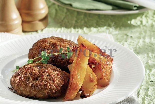 Αφράτα μπιφτέκια με πατάτες φούρνου