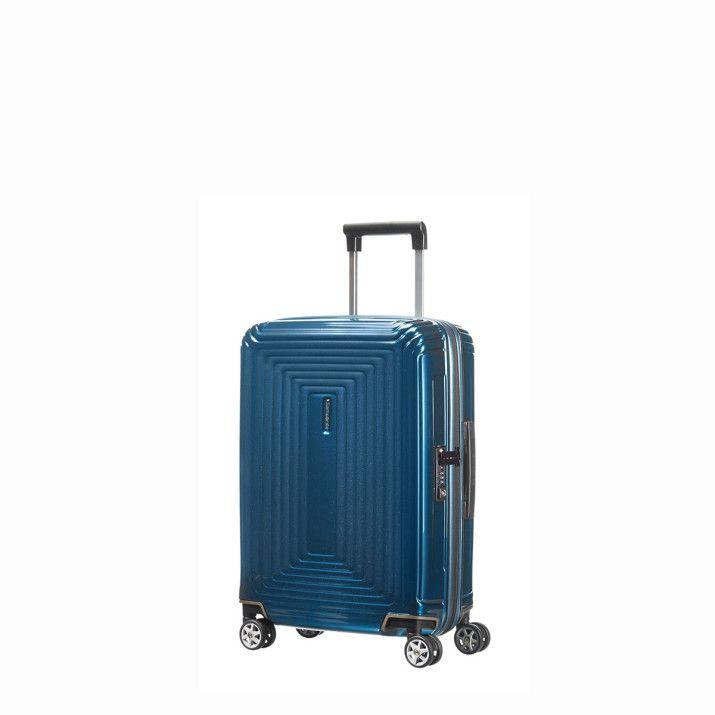 Cette valise rigide 55 cm Samsonite de la gamme Neopulse est fabriquée en polycarbonate Makrolon. Elle est extrêmement résistante grâce à des renforts de protection aux angles et à ses roues doubles.  Elle se déplace facilement grâce à sa poignée de traction télescopique double tube. Vous trouverez aussi des poignées de portage sur le dessus et sur le côté.