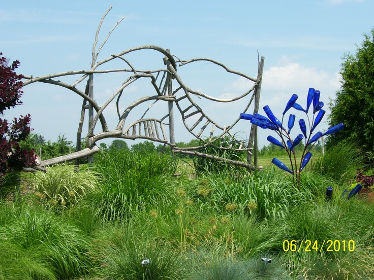 amazing: Gardens Dirt, Twig Fence, Woven Fence, Bottle Trees, Gardens Art, Trees Accent, Gardens Crafts, Blue Bottle, Recycled Gardens