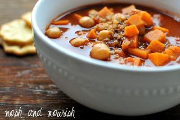 New Favorite: {Sweet Potato Chickpea Chili w/Quinoa} | Nosh and Nourish