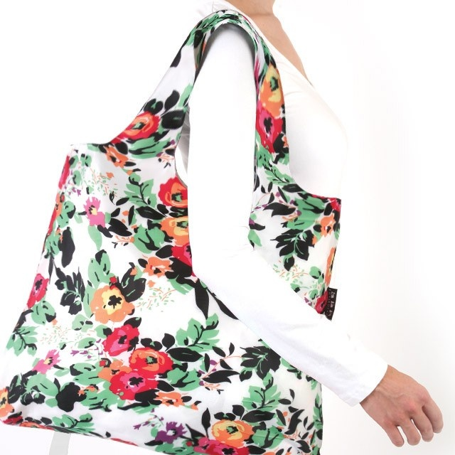 Gentle walks through sunny gardens are brought to life in this vividly designed bag.