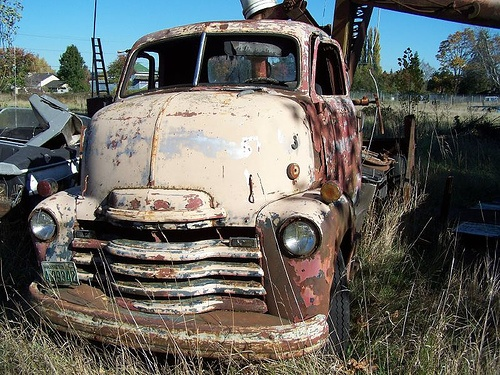 abandoned old truck by lydiafairy, via Flickr