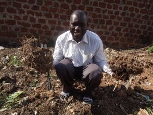 After studying agriculture soil management, David began implementing his approach, Integrated Soil Fertility Management, which involves planting soybeans alongside other legumes that will in turn deposit vital nutrients into the soil, rejuvenating ten hectares and tripling product yields. David has now dedicated his time to educate his fellow farmers through his Community Farmers Fix Sick Soil project. (Oct. 2015 East Africa Hub Grantee)