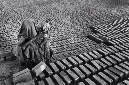 India, 1989.    [Credit :Sebastião Salgado]