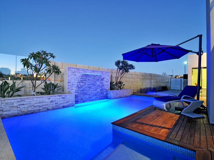 Geometric pool design using bluestone with decking for Swimming pool surrounds design