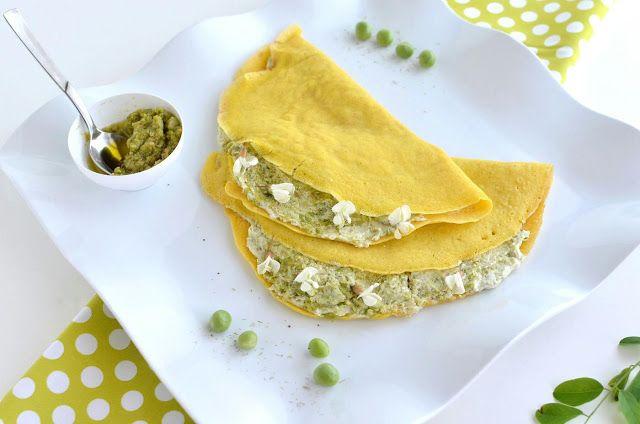 Crepês di Miglio Bio con Hummus di piselli, Seirass Piemontese e fiori bianchi di Gaggia