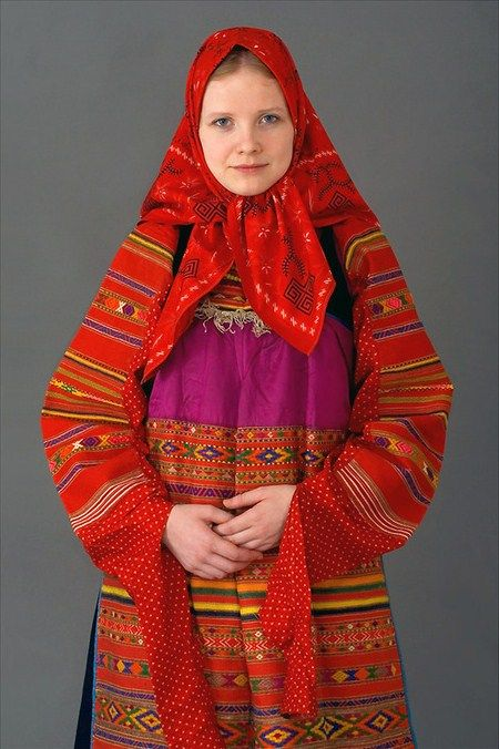 Festive costume of an unmarried girl from Moscow Province, Russia. 19th century. Authentic specimen from a private collection. #folk #Russian #national #costume