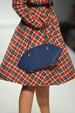 De belangrijkste mode trends herfst winter 2014 2015. Welke kledingstijlen, stoffen, vormen en modellen damesmode zie je dit najaar?