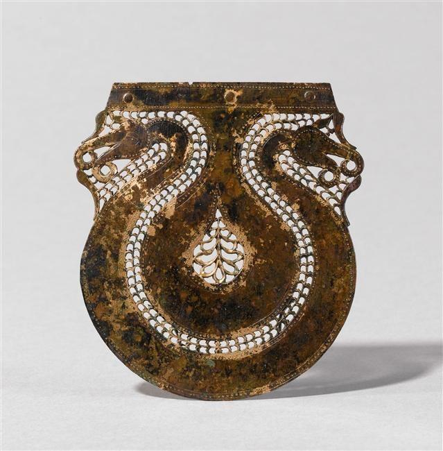 Elément ajouré de char,  Ve-VIe siècle av. J.-C., provenant de Cuperly, Bronze, © RMN-GP (MAN) / T. Le Mage.  En savoir plus sur les collections du musée :http://musee-archeologienationale.fr/collection/parcourir-les-collections