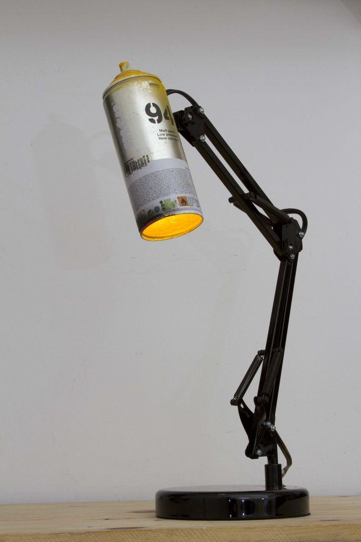 Une bombe de peinture recyclée en lampe