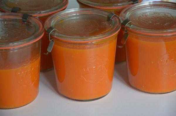 Deze tomatensoep kunt u invriezen maar natuurlijk ook wecken. Dit recept resulteert in 2,5 liter soep. Ik heb deze geweckt in 5weckpotten van 1/2 liter.