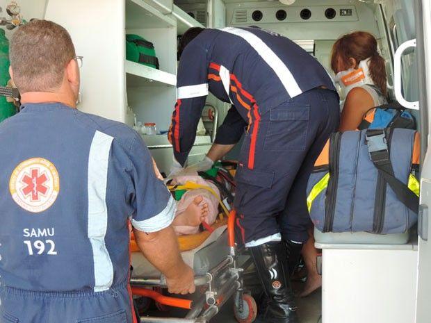 Vítimas do acidente em Barreiras foram socorridas pelo Samu. (Foto: Naldo Vilares/ Blog do Sigi Vilares)