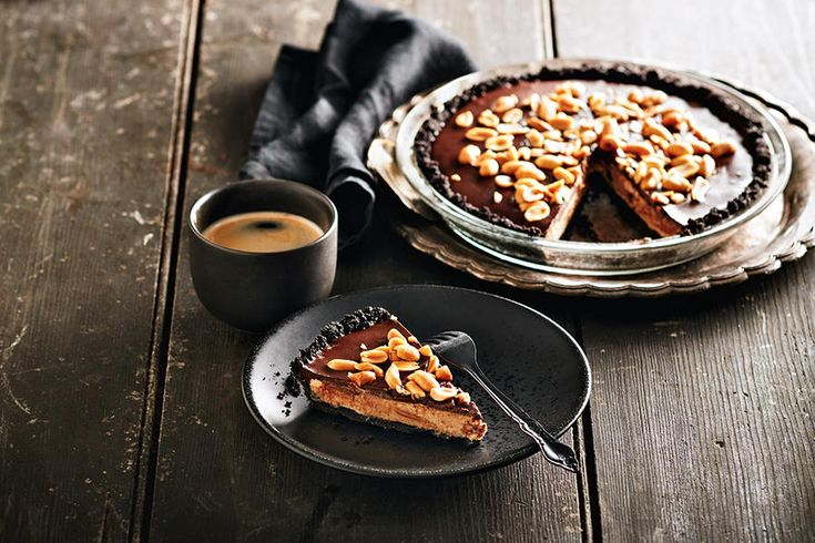 This luscious dessert combines the decadent flavours of chocolate cream pie and peanut butter cups. The best part? It takes only 20 minutes to prepare! Substitute the peanut butter with other nut butters, such as cashew or almond butter, to change it up.