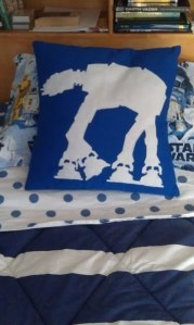 Star Wars Felt cut-outs for pillow covers & 37 best Star wars images on Pinterest | Felt crafts Sew and Starwars pillowsntoast.com