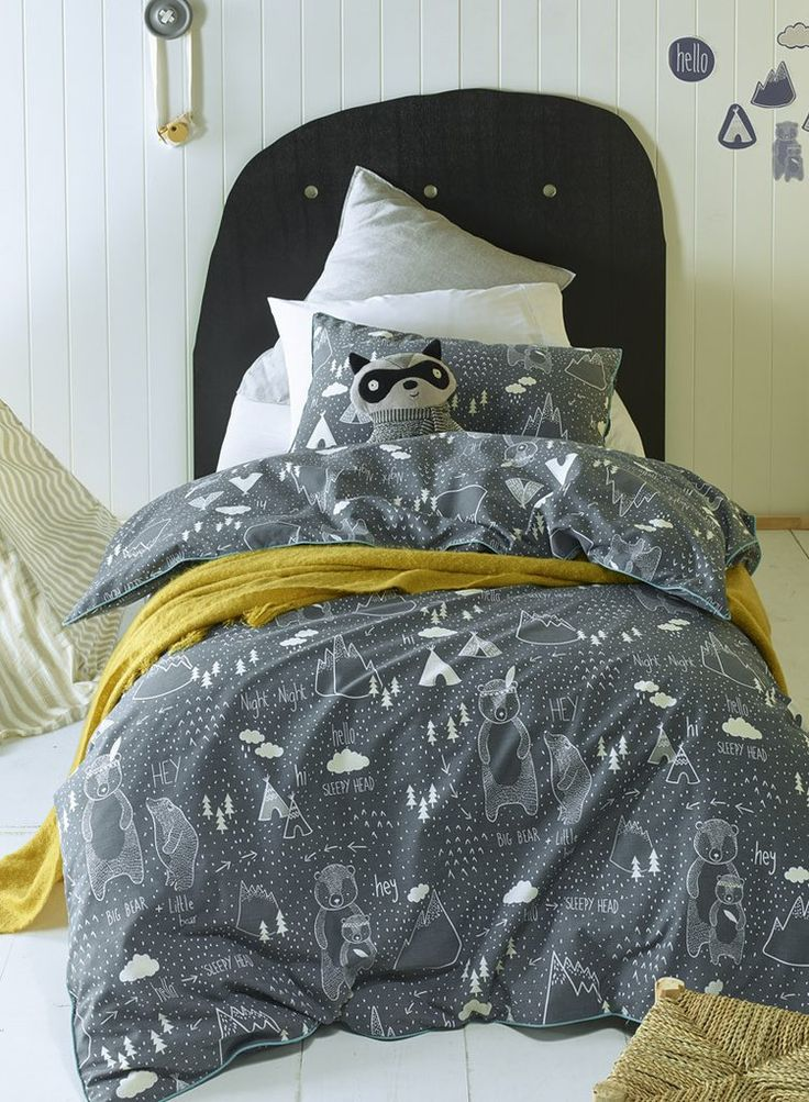 In The Woods Jiggle & Giggle Quilt Cover Set Single Double Queen A gorgeous new Scandi gender neutral quilt cover set featuring a woodlands print as photographed and finished with aqua piping. Sets includes : ) Single Bed Quilt Cover 140 x 210cm plus one pillow case 48 x 73cm Double Bed Quilt Cover 180 x 210cm plus two pillow cases 48 x 73cm Queen Bed Quilt Cover 210 x 210cm plus two pillow cases 48 x 73cm Easy Care Poly / Cotton Actual colour may vary slightly.