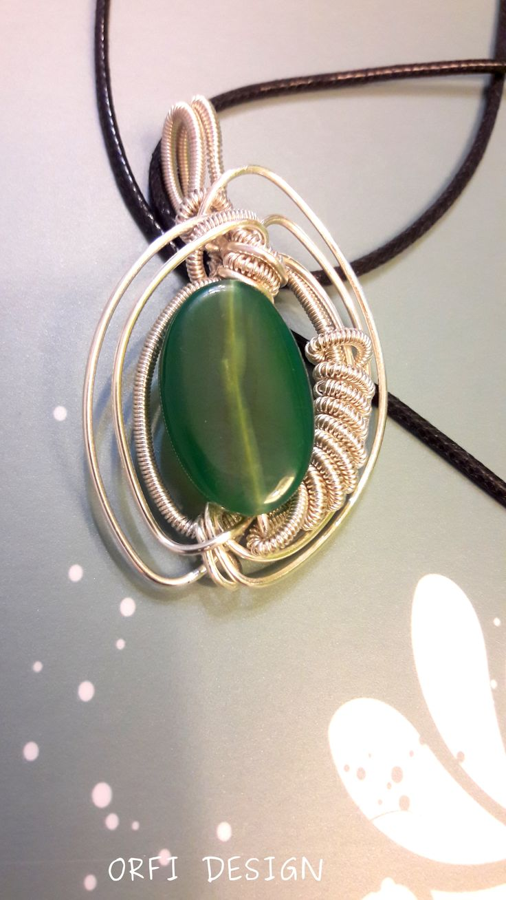 Wire wrapping pendant with a semipretious stone