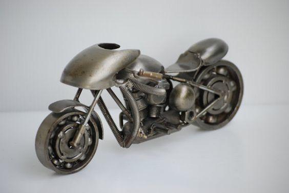 Arte Metal chatarra, modelo de la motocicleta de carreras reciclado hecho a mano de arte de regalo para aniversario cumpleaños boda de Navidad