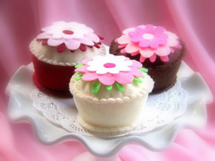 Felt Cupcake  -  Posh  -  Felt Pretend Play Food. $8.00, via Etsy.Felt Crafts, Decor Cake, Pretend Plays, Holiday Crafts, Felt Cupcakes, Plays Food, Felt Food, Cupcakes Rosa-Choqu, Food Cupcakes