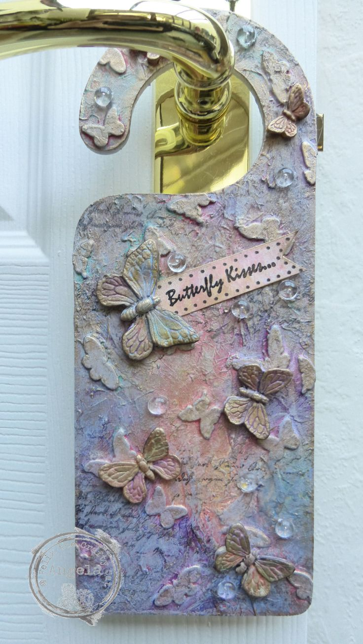Door hanger made using Fresco paints and doe cut butterflies. I finished this with moulded paper clay butterflies xXx