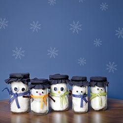 This snowman in a jar play dough kit is a great gift for kids to make and give to their friends.