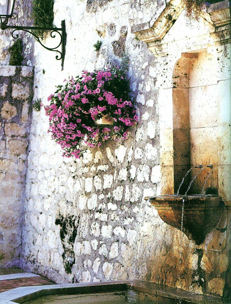 Haute Design by Sarah Klassen: Wall Fountains + Flowers