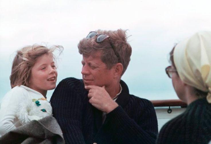 Sie hatten zwei gemeinsame Kinder: Caroline (hier im August 1963) und John...