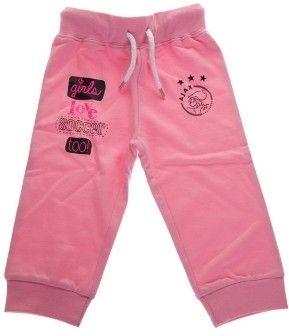 Baby pants voor de allerkleinste vrouwelijke Ajax fan. De broek is roze van kleur en er staan verschillende prints op en het logo van Ajax. Voorzien van een elastieke band aan de bovenkant. Maat 62/68.   Afmeting: volgt later.. - Baby pant ajax roze: girls love soccer maat 62/68