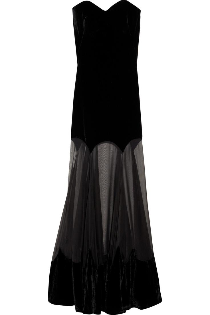 Alexander McQueen : strapless velvet gown