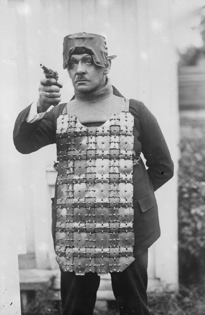 Foto na História: Colete alemão à prova de balas em 1930