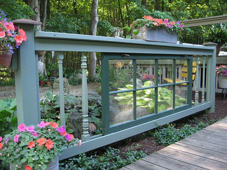 fence made from discarded windowsGardens Ideas, Gardens Fence, Shade Garden, Old Windows, Decks Railings, Recycle Windows, Gardens Junk, Shades Gardens, Garden Fences