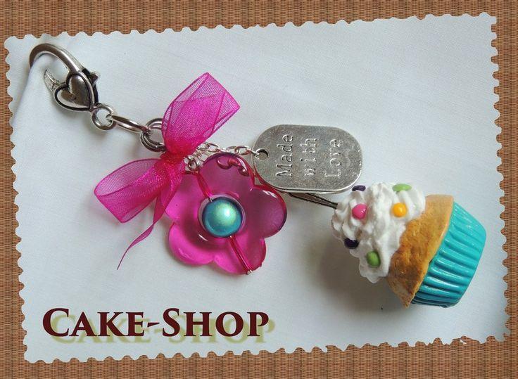 "Bijoux de sac ""Cupcake turquoise sm@rties & fleur"" de Cake shop - Bijoux gourmands sur DaWanda.com"