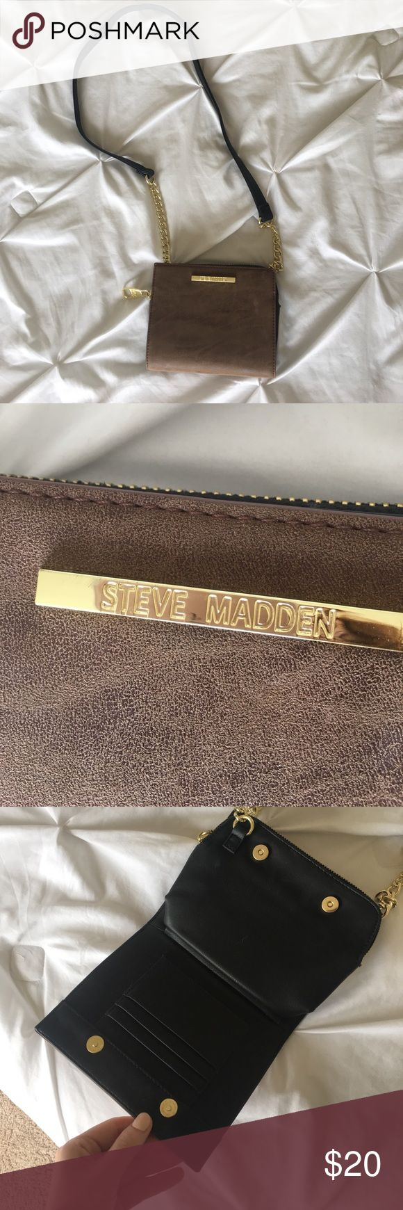 Steve Madden Purse Authentic Steve Madden Purse. This is in GREAT condition and I only used it once! Lost of storage and perfect for every occasion. Steve Madden Bags Crossbody Bags